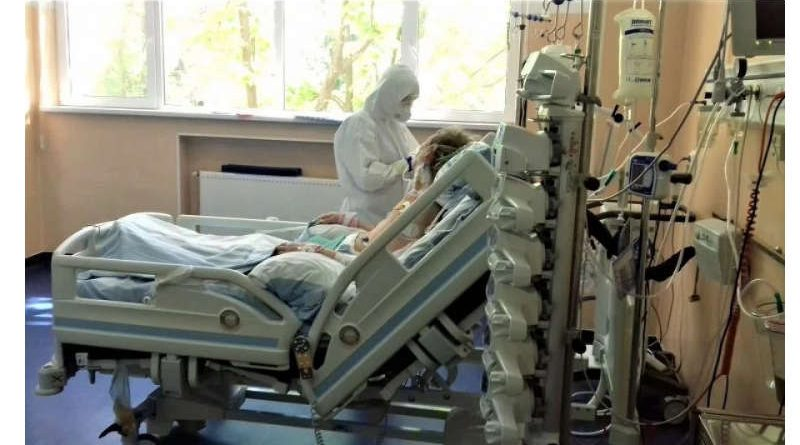 Un medic de la Spitalul Colentina pune degetul pe rană